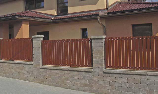 Semmelrock Castello kerítés vörös-barna félkő