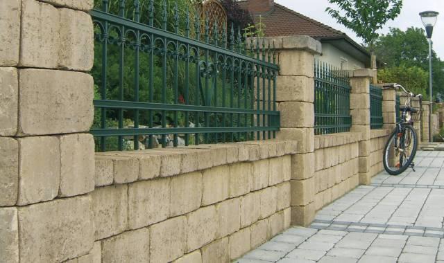Semmelrock Castello kerítés homok-sárga félkő