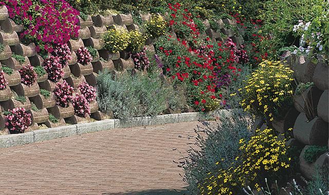 Semmelrock Flori vörösbarna rézsűkő