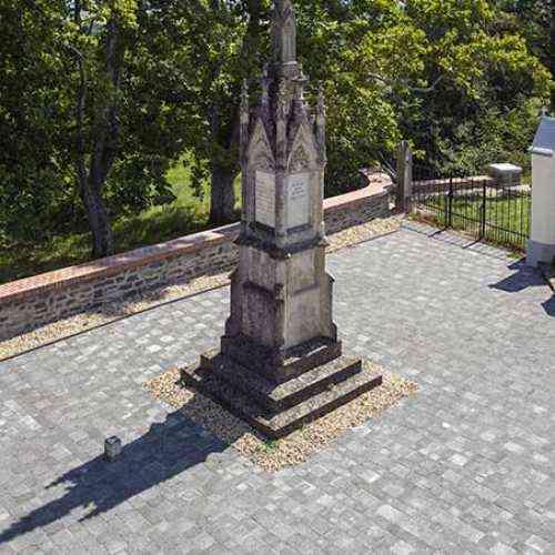 Leier Dom antik térkő 8 cm